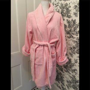 """Natori """"Josie"""" pink fluffy robe. Attached sash. L"""